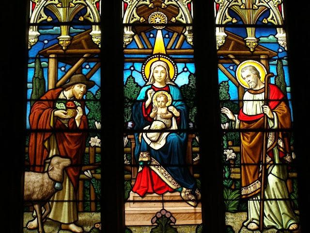 Vitraux de la nativité, église de Saint-Sixte /©Défrade