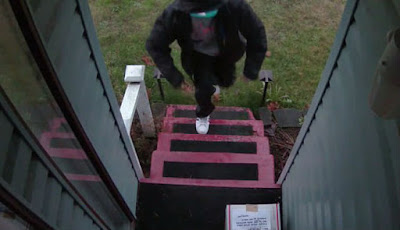 Pria Balas Dendam pada Pencuri Paket dengan Jebakan Cerdik