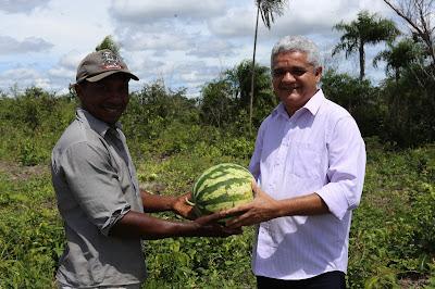 Resultado de imagem para prefeito américo visitando agricultores em coelho neto