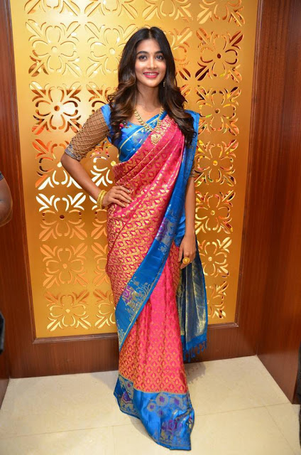 Pooja Hegde Stills At Anutex Shopping Mall Launch