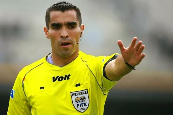 Dos 33 árbitros que foram escolhidos pela FIFA para apitar os jogos na Copa  do Mundo de 2014 f22afdbf7d564