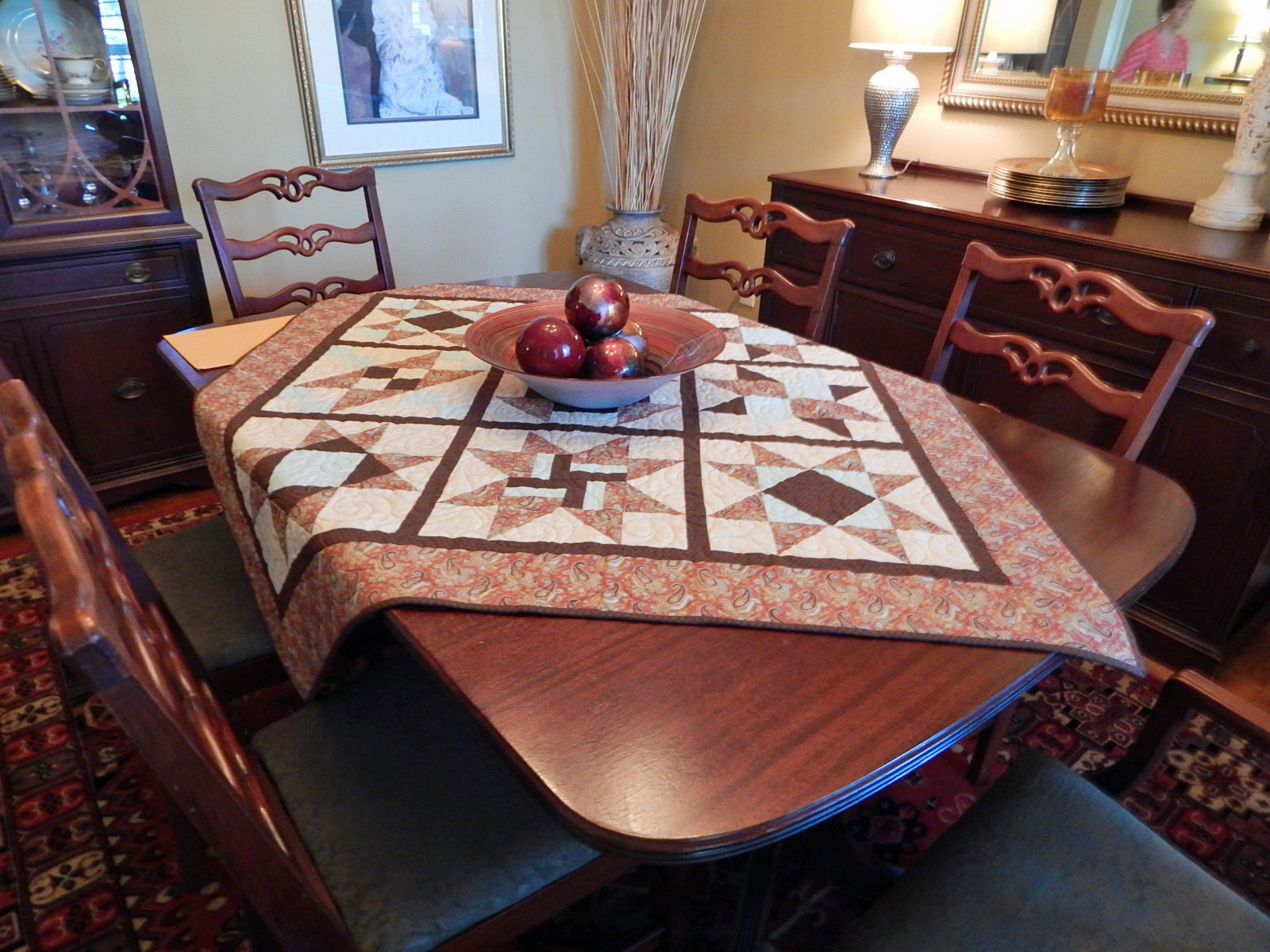 Come quilt sue garman a spring retreat studio tours for Dining room quilter