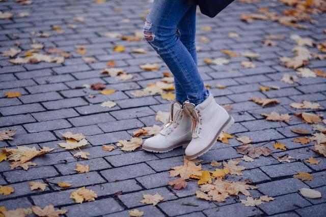 Best distinctive ways to coordinate jeans and ankle boots in the winter of 2019
