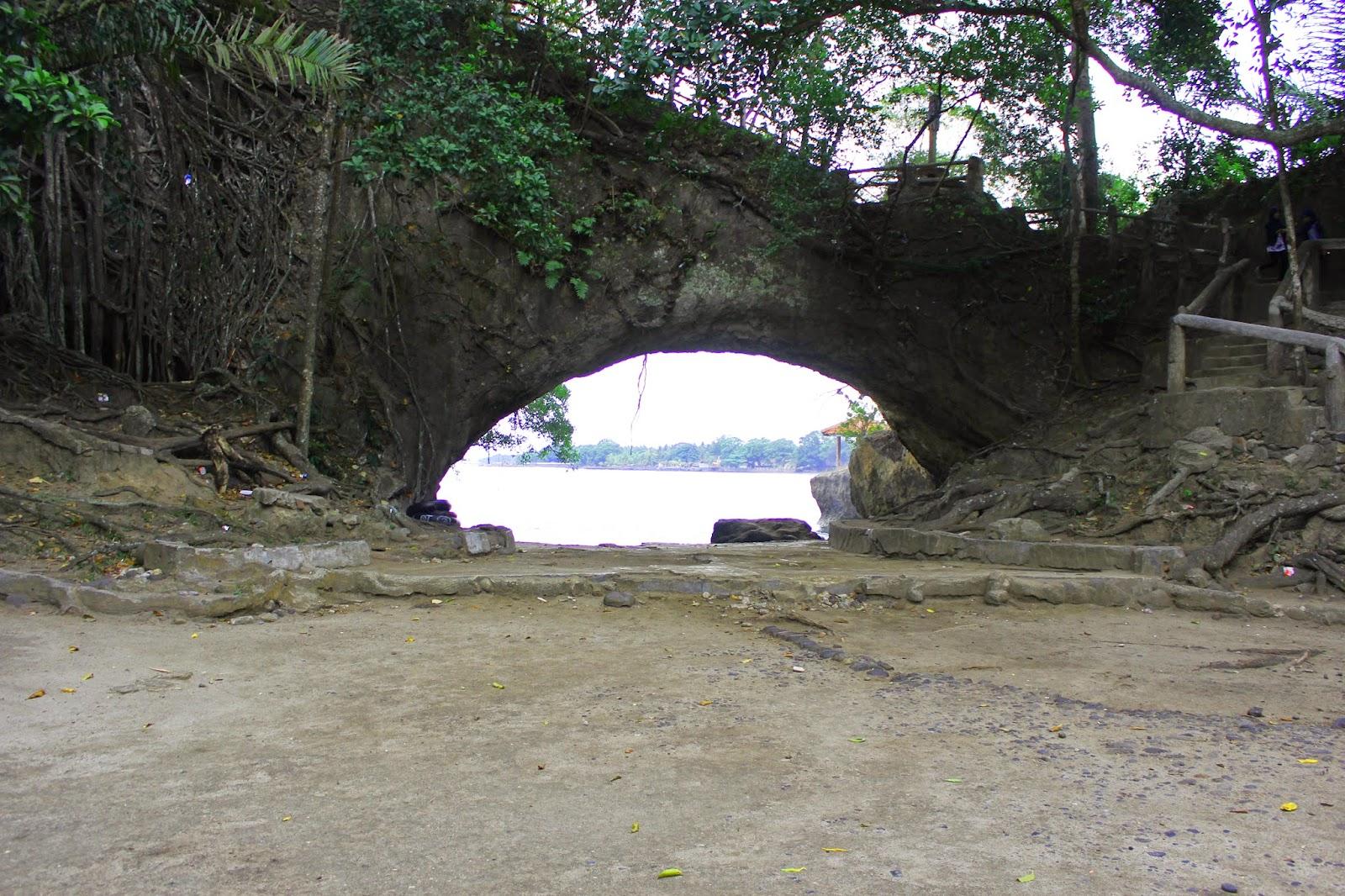 Wisata Pantai Karang Bolong Banten