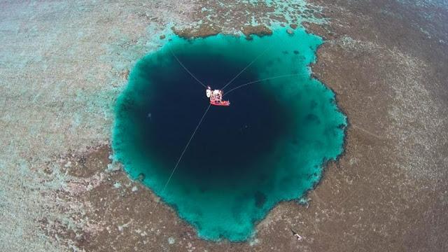 أعمق حفرة زرقاء في العالم