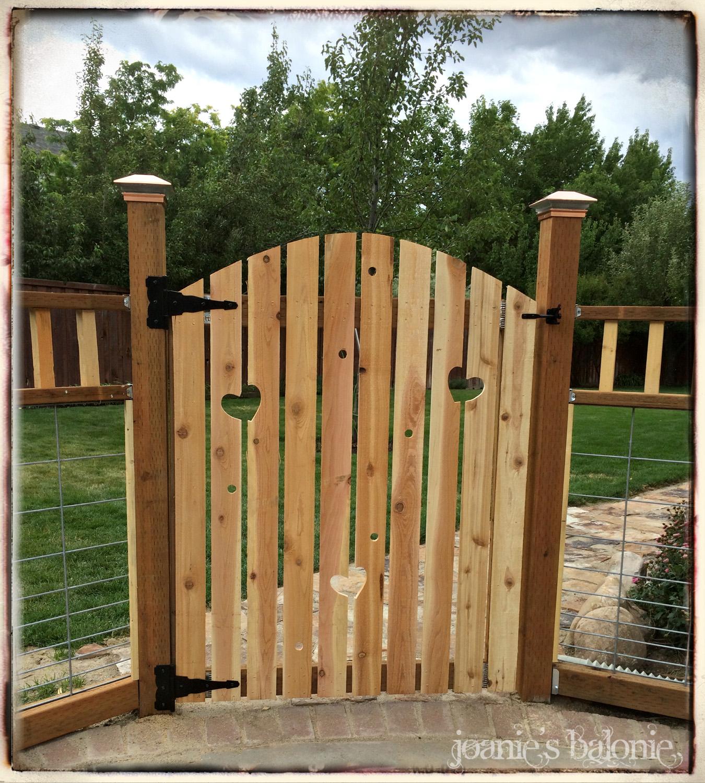 Joanie\'s Balonie: Through the Garden Gate
