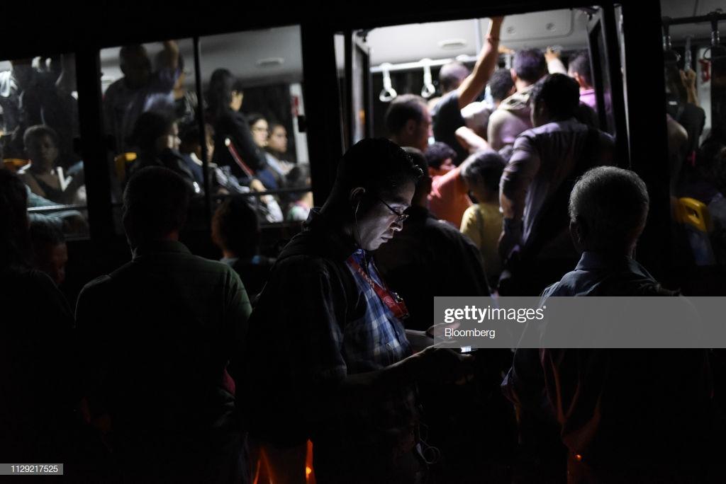 El apagón venezolano, un verdadero crimen social del chavismo - Por Razon y Revolucion Gettyimages-1129217525-1024x1024