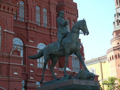 ESTATUA ECUESTRE DE ZHUKOV Moscú - Bellumartis Historia Militar