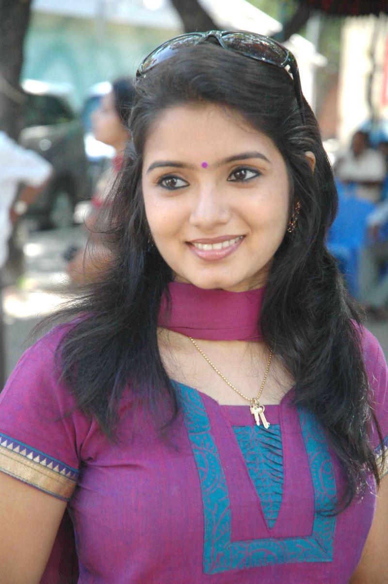 Srithika Hot photos Tamil Serial Actress stills | SouthMp3 ...