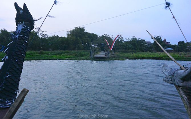 Ikut naik kapal penyeberangan Megaluh - Jatikalen