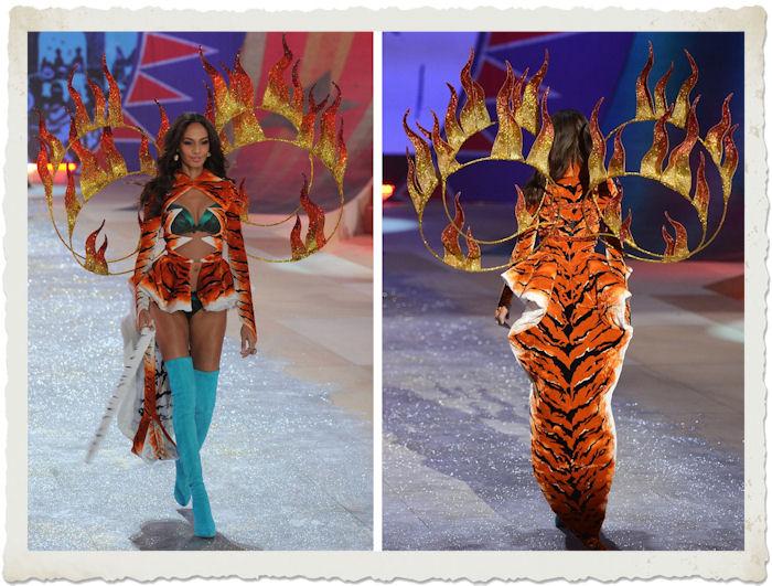 Joan Smalls nella sfilata di Victoria's Secret 2012