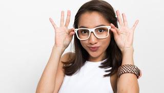 Menggunakan Kacamata Bisa Munculkan Jerawat, Ini Langkah Perawatannya yang Benar