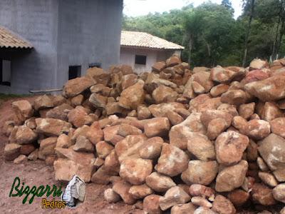 Pedra para base de construção com pedra moledo.