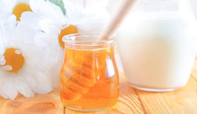 Cara Meluruskan Rambut Tanpa Rebonding Secara Alami dengan madu dan susu