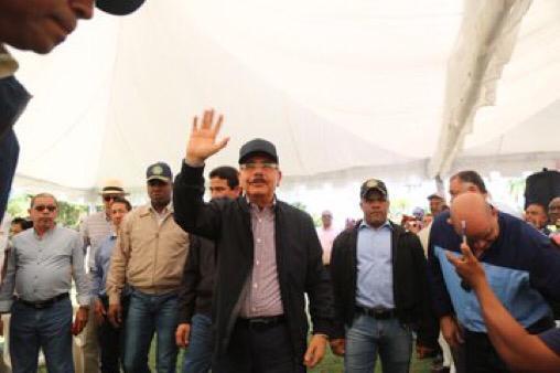 Visita Sorpresa #234: Danilo Medina apoya a productores de leche en Higüey