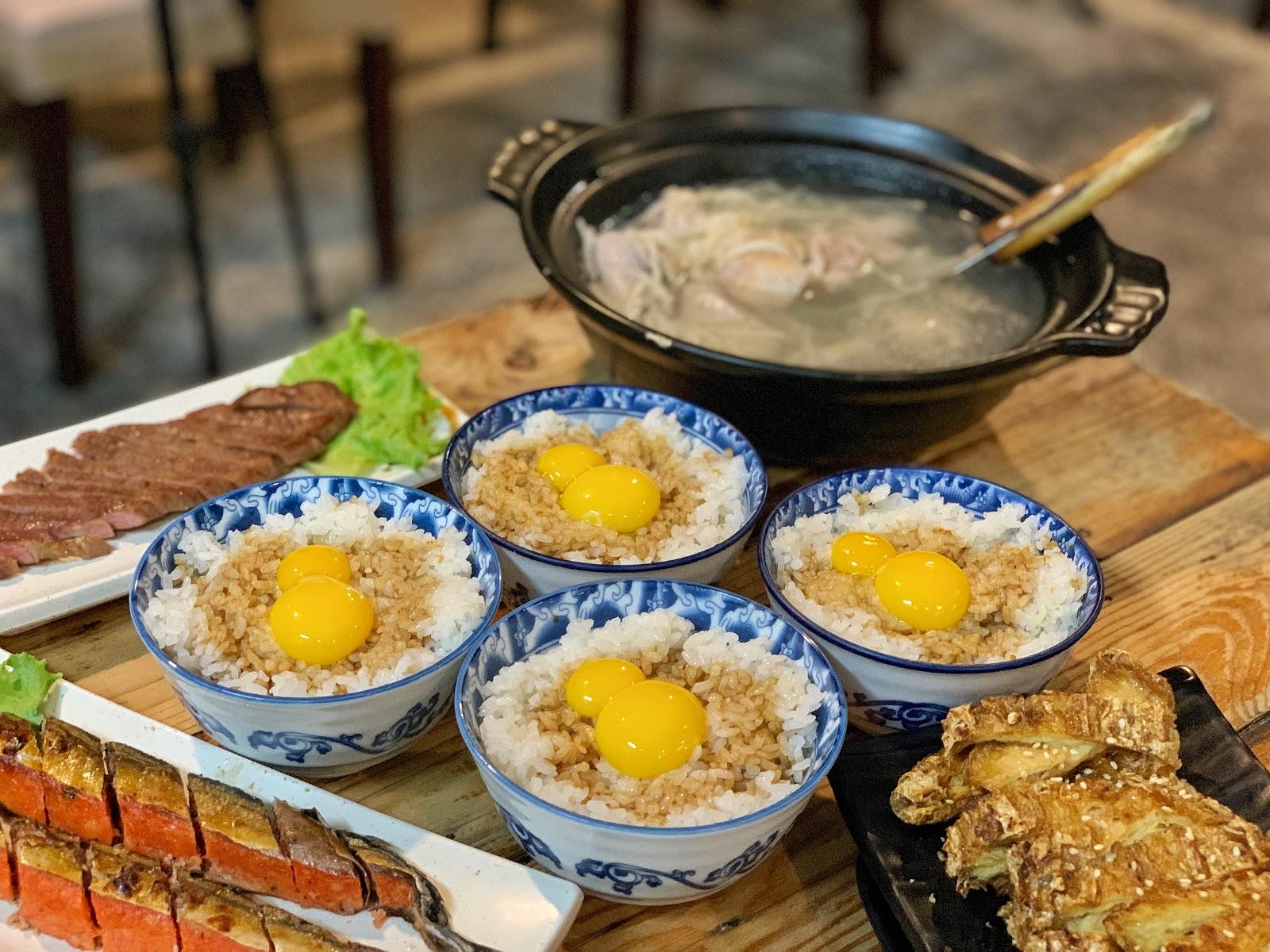 台南東區美食【府城騷烤家】雙蛋豬油拌飯