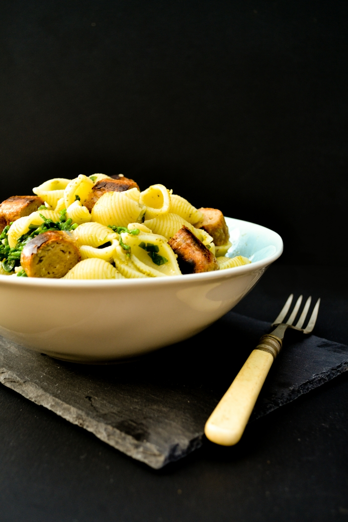 Shell Pasta with Samphire, Spinach & Sausages in a Pasta Bowl