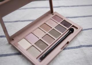 eyeshadow-palette.jpeg
