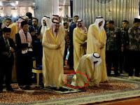 Pakai Sepatu di Dalam Masjid Istiqlal, Ini Penjelasan MUI Soal Foto Sepatu Rombongan Raja Salman