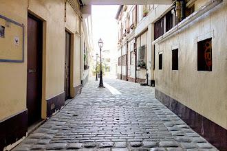 Paris : Passage Saint Maur, quelques-uns des derniers pavés en bois de Paris au 81 rue Saint Maur - XIème