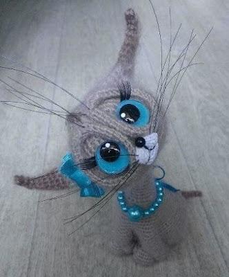 Вязаная кошка крючком