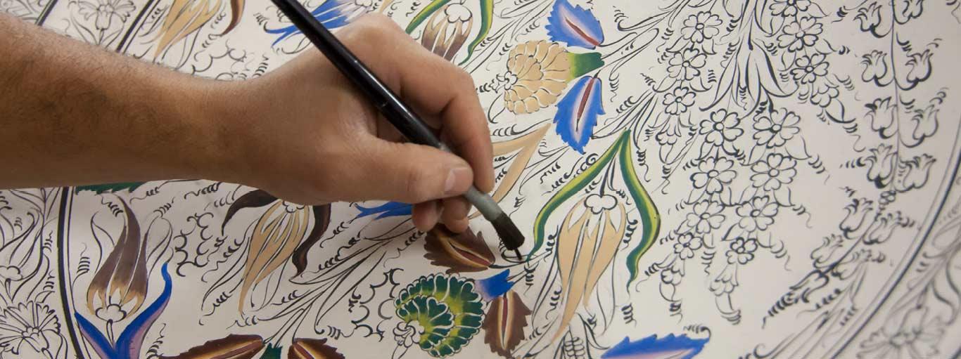 Karya Dekoratif Perpaduan Dari Tiga Unsur Seni Rupa Dan Sejarah