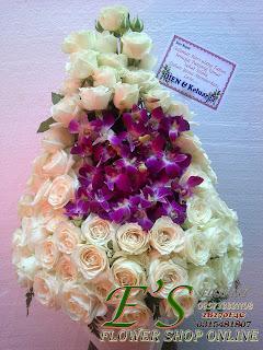 rangkaian bunga meja mawar plus anggrek