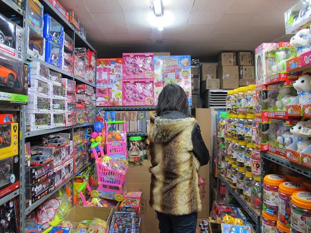 wisata anak toko mainan pasar dongdaemun seoul korea selatan