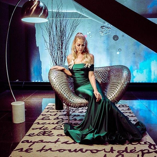 Meryem Uzerli: Un șeic vrea să ia cina cu o actriță și îi oferă o mulțime de bani!