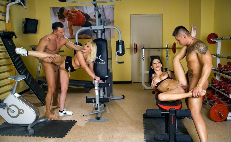 сексвайф делает сучка в спортзале с тренером конечно