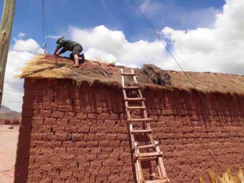 Don Filomeno bei der Arbeit auf dem Dach