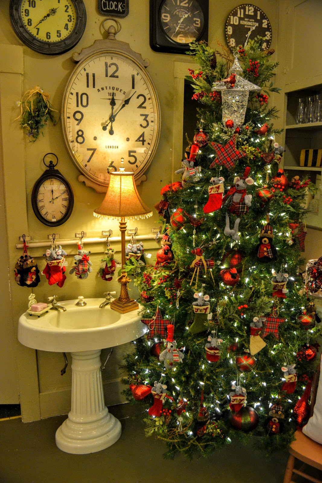 The Outlaw Gardener: Christmas at Willow Tree Gardens and Interiors