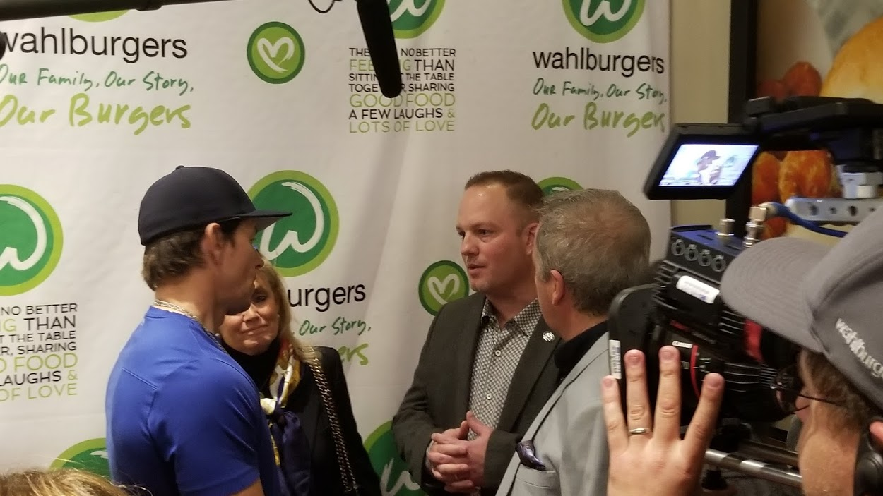 Mark Wahlberg visits new Taylor, MI Wahlburgers restaurant