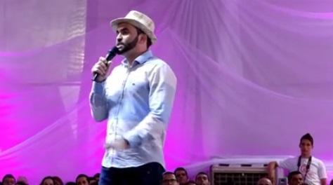 Apresentação do Poeta Luciano Neves no Estilo Moda Pernambuco 2016