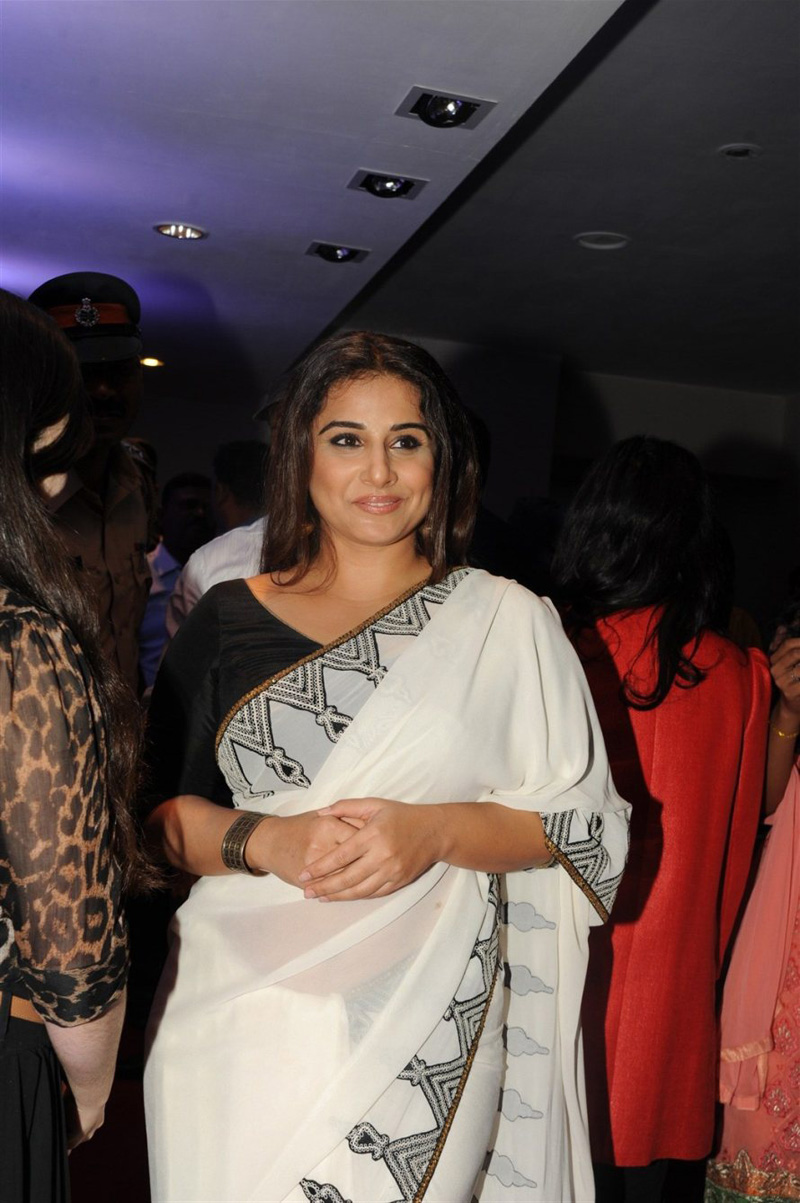 Vidya Balan Photos In White Saree