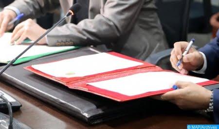 Signature d'un contrat d'exploration entre l'Office National des Hydrocarbures et des Minéraux et une société pétrolière