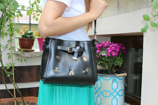 siyah armalı çanta
