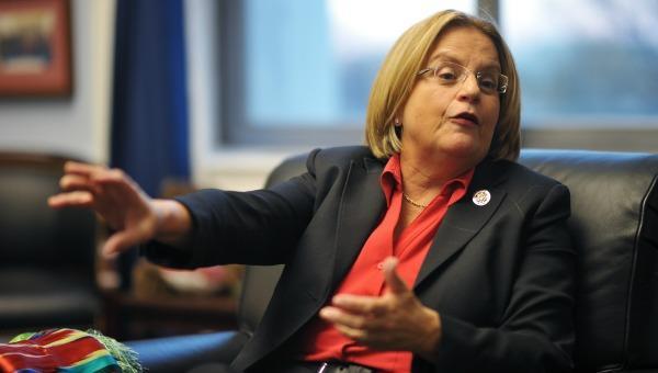 """Ileana Ros-Lehtinen: """"No debemos seguir comprando petróleo de Venezuela"""""""