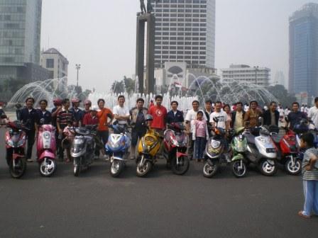 gathering pengguna kendaraan listrik di jakarta 2008
