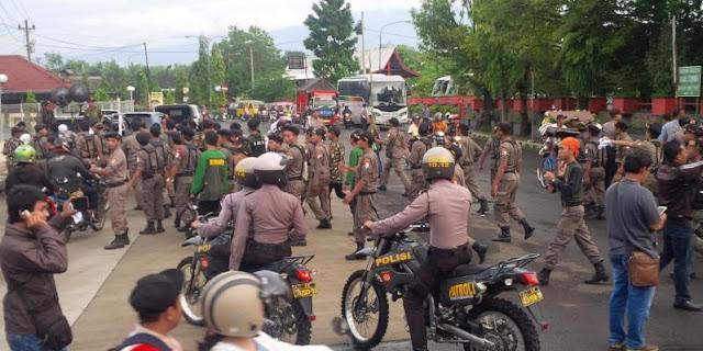 Arogan! Ormas Tertentu Memukul dan Merampas Peserta Aksi Damai di Purbalingga