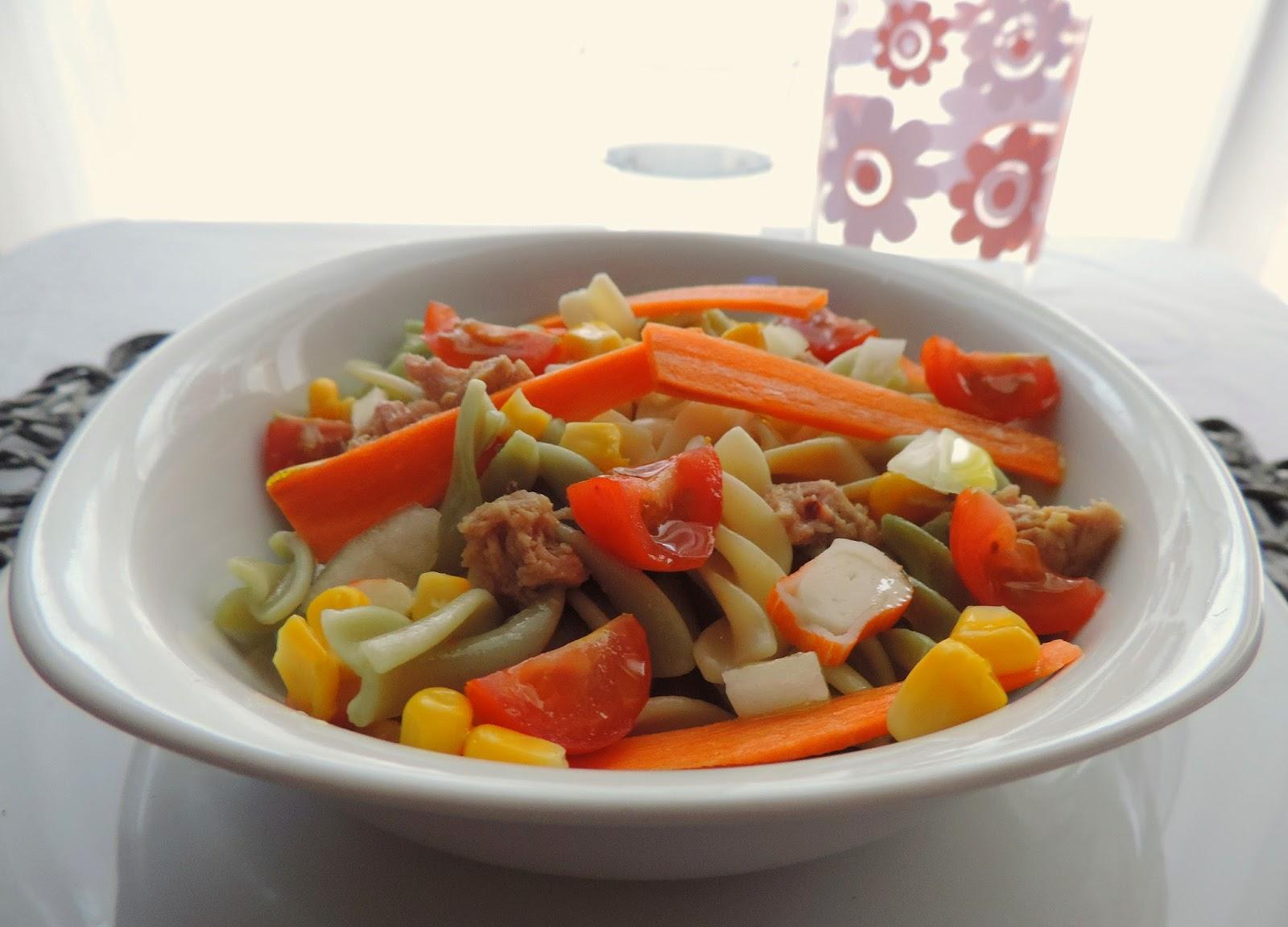 La nube de carmen ensalada de pasta at n y verduras frescas - Platos para llevar al trabajo ...