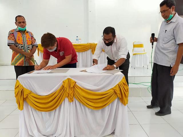 Amon Djobo Terima Rp35 Juta Bantuan Dana dari PSMTI Alor dan Bank NTT Kalabahi