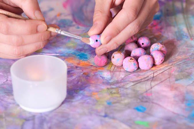 collar bolas arcilla potenciar creatividad peques