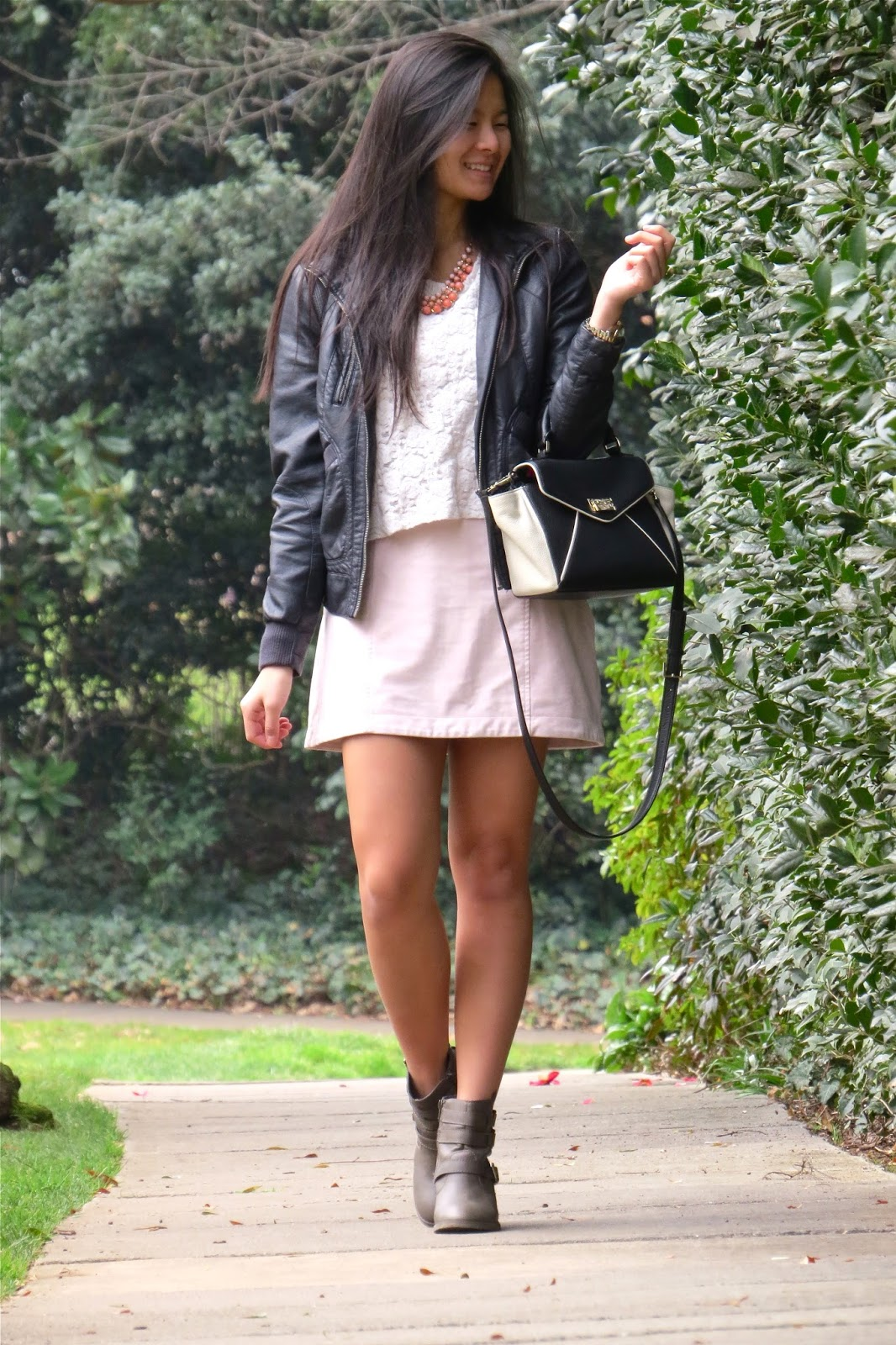 how to style a pink suede skirt