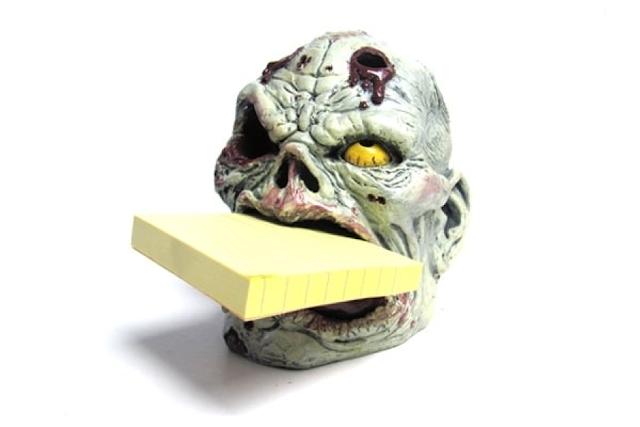 Đồ cắm bút tạo hình đầu zombie