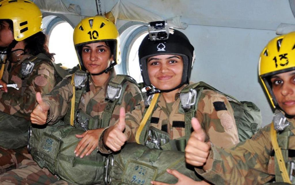 Pak Army Lady Pics: Image Of The Pakistan Army's Female Paratroopers