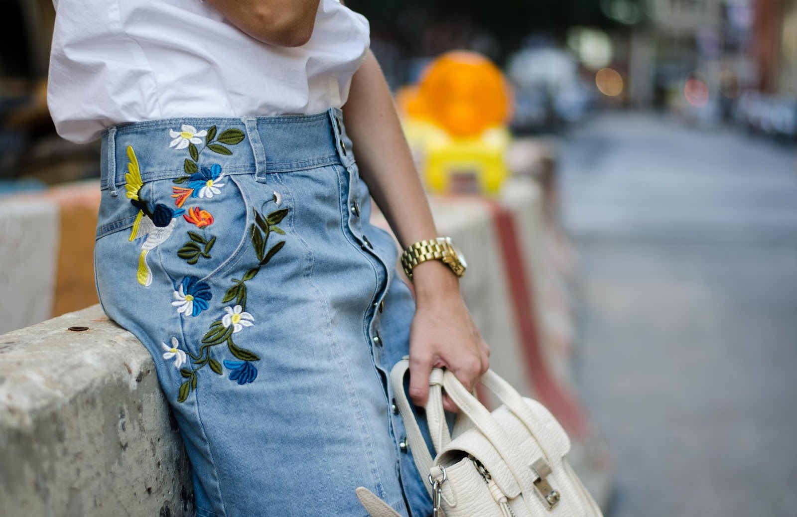 embroidered denim mini skirt outfit