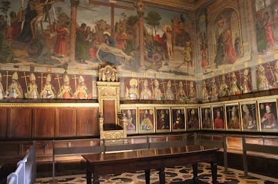 Sala Capitular con los retratos de los arzobispos toledanos