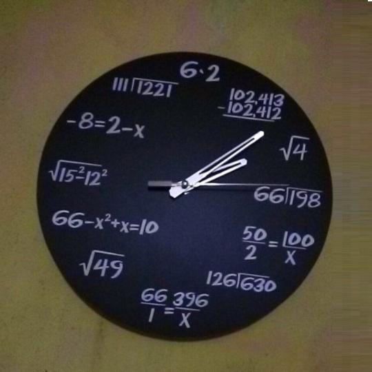 Jam Dinding Matematika