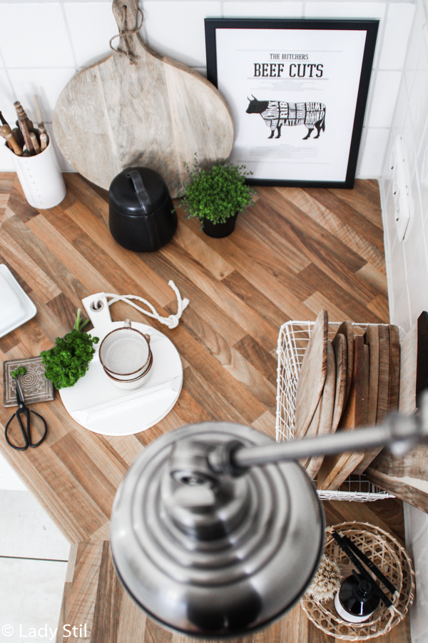 Ostertisch dekorieren minimalistisch in Schwarz Weiß und Holz, Küchenimpressionen Ostern 2017, Interiorblog,